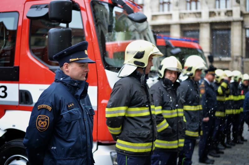 Pražští hasiči dostali od města novou techniku do tunelů