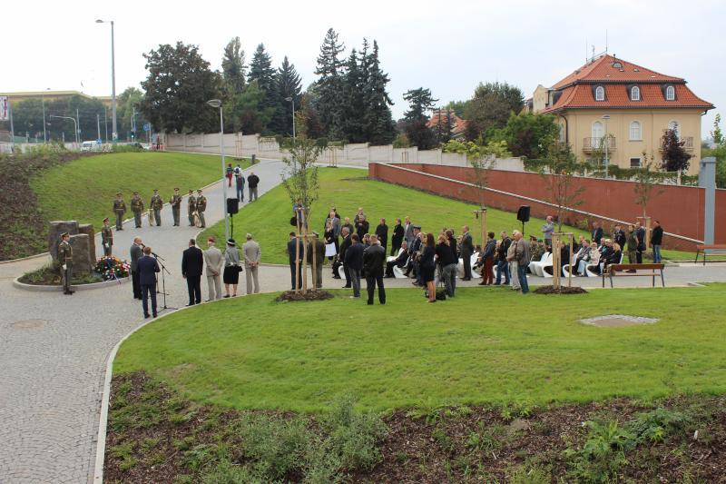Slavnostní odhalení památníku štábního kapitána Václava Morávka, foto Praha.eu